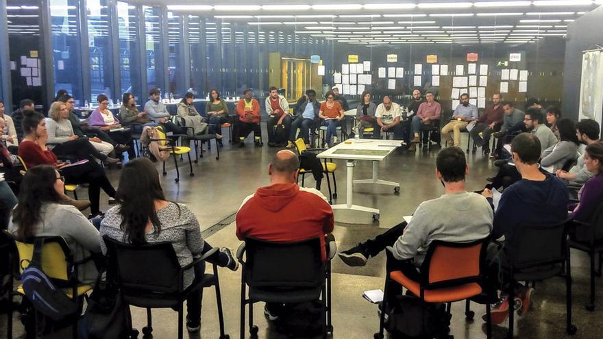 Reunión de participantes en el programa MARES. Ayuntamiento de Madrid.