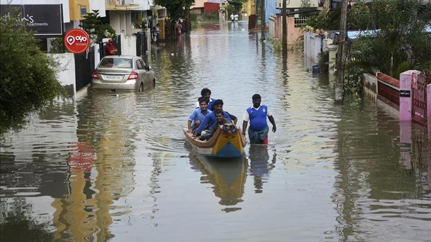 Las autoridades indias piden ayudas millonarias tras unas inundaciones que dejan 169 muertos