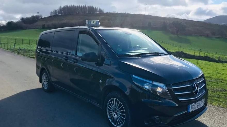 Vehículo del taxista sancionado