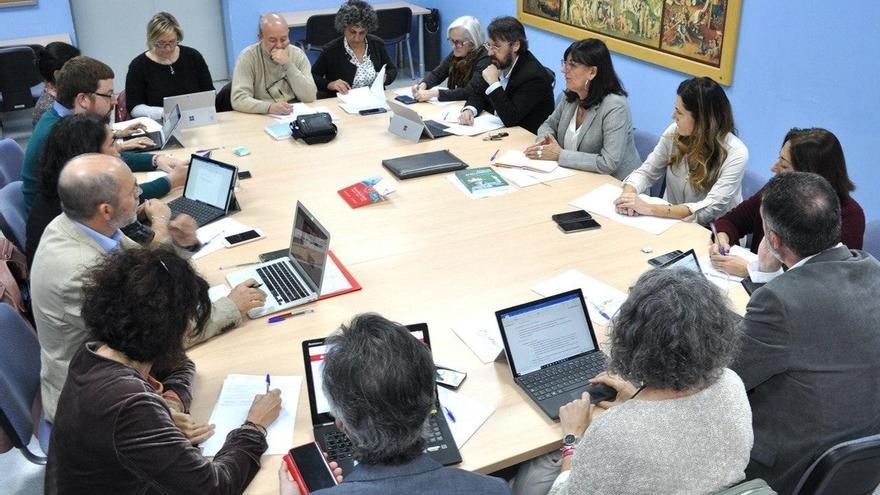 La UHU aconseja la vía telemática para reuniones y reforzará los sistemas de higiene