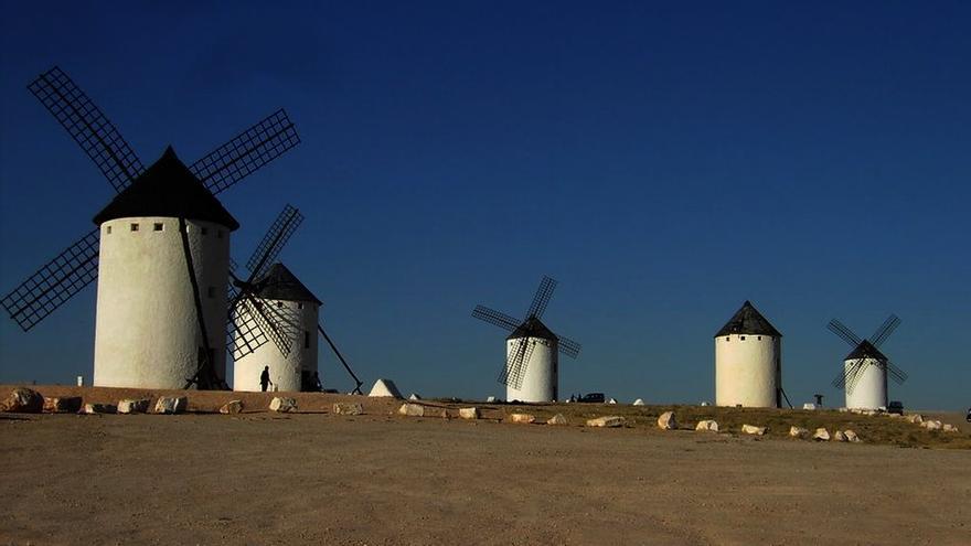 Molinos en Campo de Criptana FOTO: Turismo Castilla-La Mancha