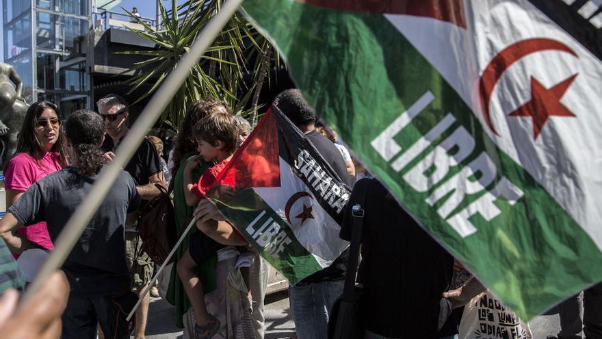 Concentración en Madrid contra la deportación de saharauis en Barajas