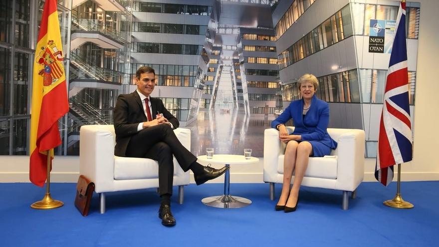 Pedro Sánchez y Theresa May.