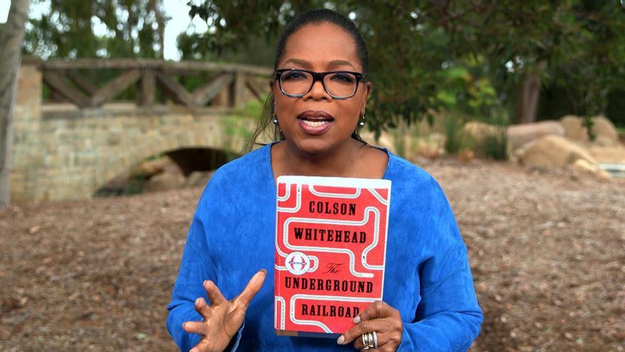 Oprah Winfrey recomendando el libro ganador del Pulitzer de Ficción