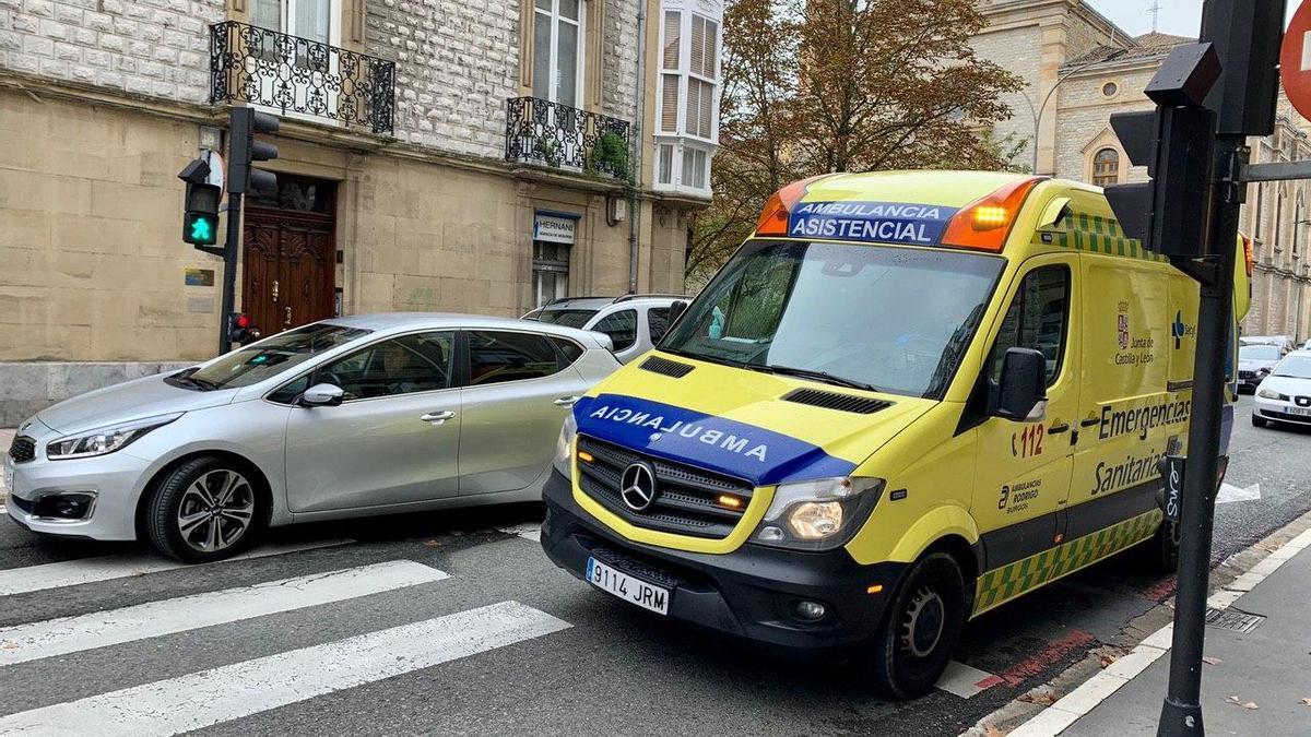 Una ambulancia de Castilly y León, este martes, en Vitoria