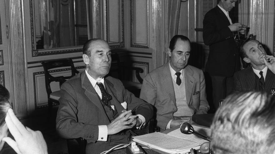 """Emilio Botín, presidente del Consejo de Administración del Banco Intercontinental Español, """"Bankinter"""", durante la conferencia de prensa en relación con las actividades de dicha entidad bancaria industrial creada por el Banco de Santander y el Bank of America en 1968. EFE"""