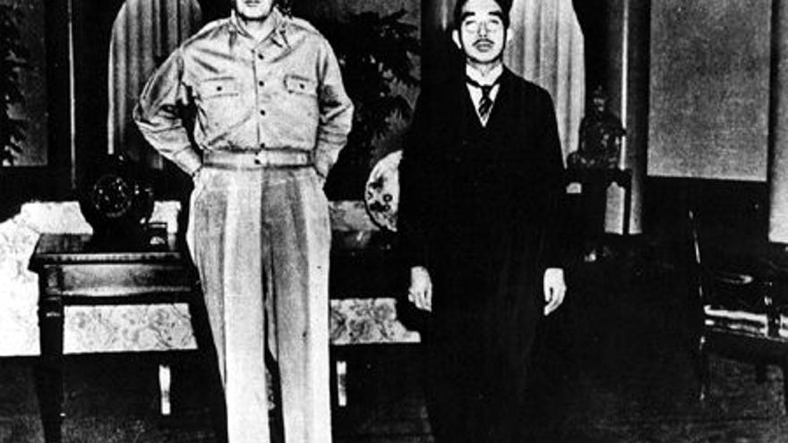 El general McArthur y el emperador Hirohito