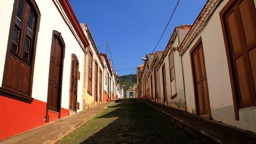 En la imagen, una calle del casco urbano de Santo Domingo. Foto: PELMEROSENELMUNDO.COM