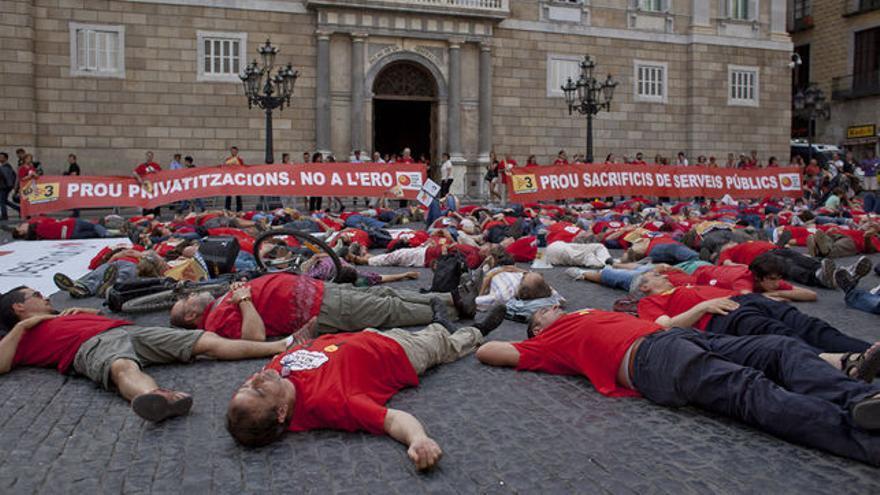 Protesta de los trabajadores de TV3 contra el ERE aplicado por la empresa