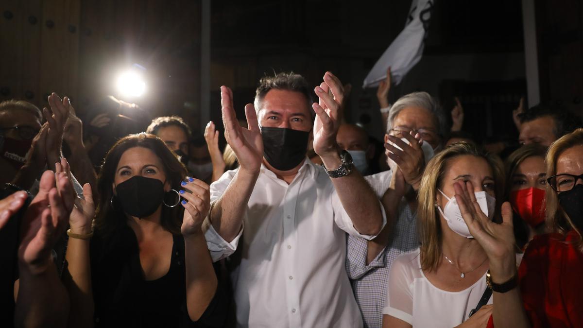 El ganador de las primarias del PSOE-A, Juan Espadas, a su llegada a la sede regional