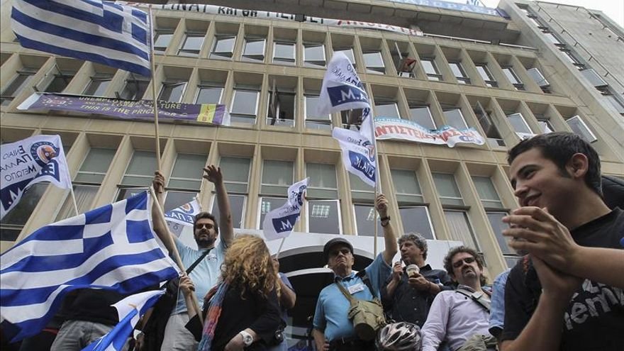 Medios de comunicación griegos paran 24 horas en víspera de huelga general