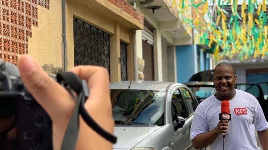 Periodistas, comunicadores y activistas combaten la desinformación en Salvador de Bahía, Brasil