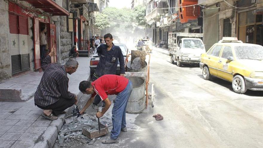 Al menos 24 muertos en un bombardeo cerca de un mercado en el norte de Siria