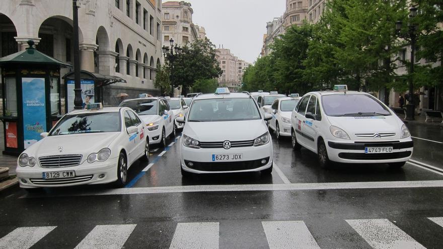 """Continúa la huelga de taxistas en Cantabria que prevén """"acciones puntuales"""""""