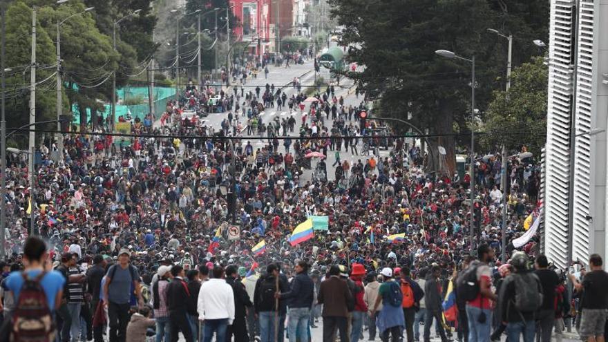 Miles de indígenas inundan Quito en la víspera de la gran protesta contra el Gobierno