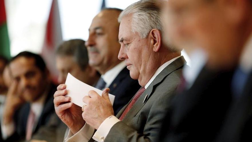 Tillerson se entrevista por primera vez con su homólogo chino Wang