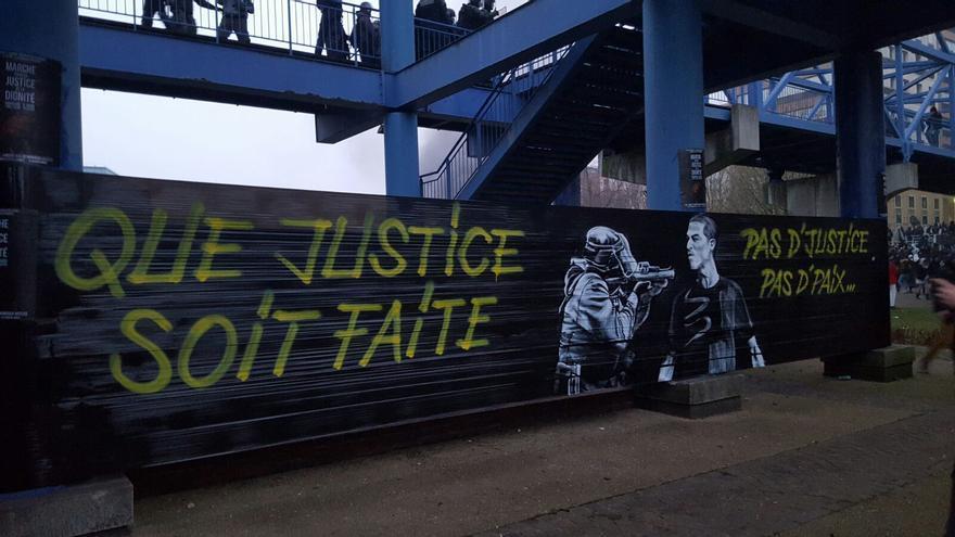 Grafiti que condena la falta de justicia y el maltrato policial.   Foto: Amanda Flety Martínez.