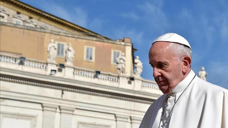 """El Papa tacha de """"acto deplorable"""" la sustracción de documentos reservados"""