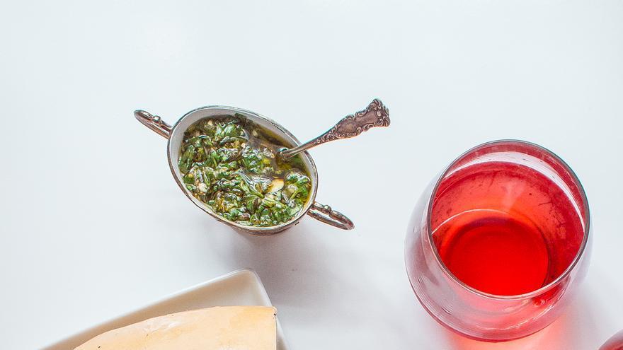 Choripán con salsa de chimichurri