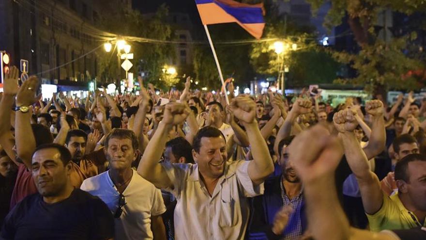 Treinta detenidos en manifestación de apoyo a asaltantes comisaría en Ereván
