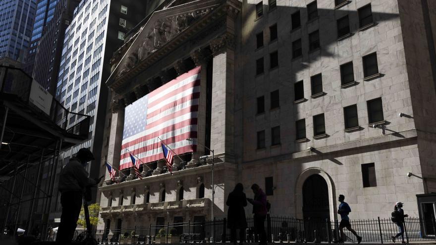 Wall Street cierra abril con ganancias, impulsado por la recuperación en EE.UU.