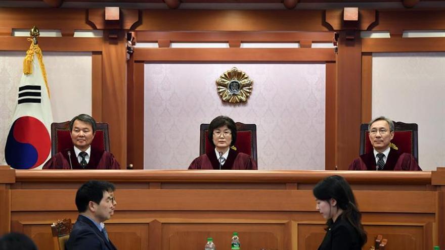 El Constitucional surcoreano celebra la primera sesión sobre la destitución de Park