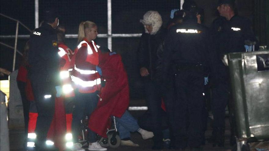Rescatan a 14 inmigrantes de una patera interceptada en Cabo de Gata
