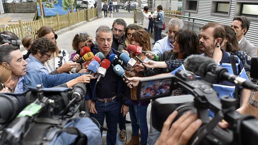 """Urkullu espera que las elecciones """"supongan que Euskadi siga siendo singular"""""""