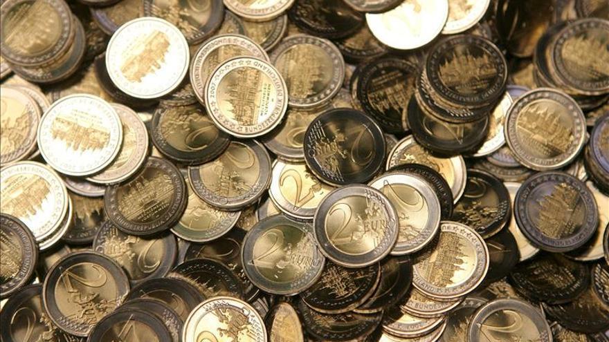 El euro baja en la apertura hasta 1,2448 dólares en Fráncfort