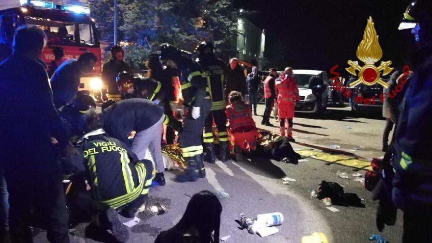Seis muertos y más de 100 heridos tras una estampida en un concierto en una discoteca de Italia