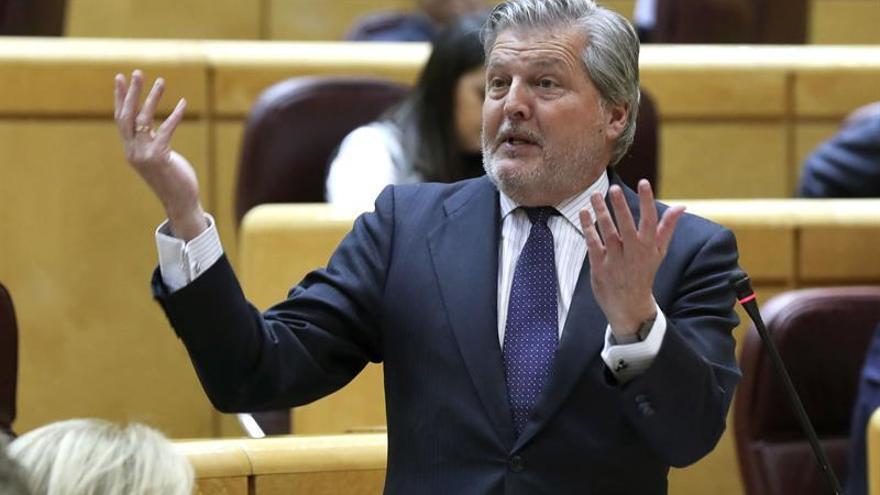 Méndez de Vigo: El Gobierno ha estado y estará al lado de las víctimas