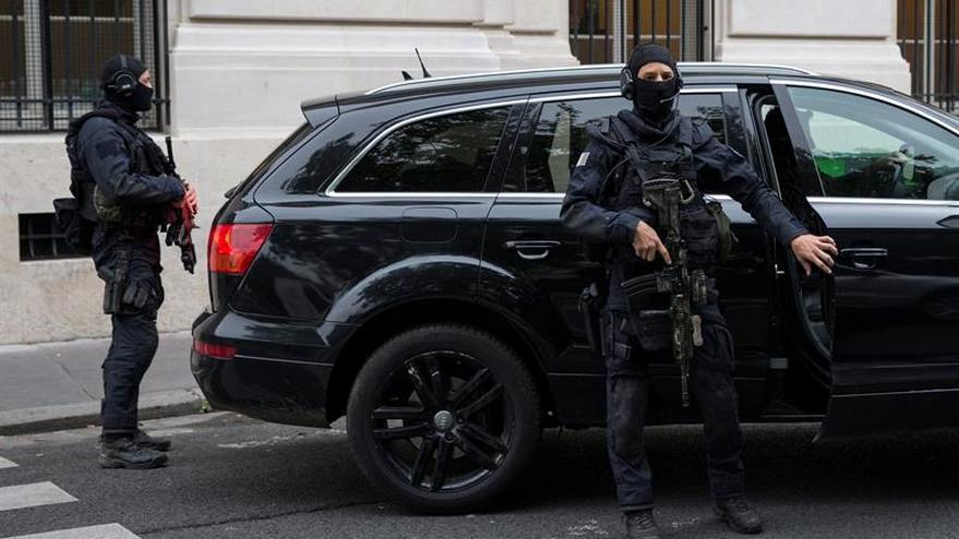 Bélgica retira la residencia a Salah Abdeslam, único sospechoso vivo del 13-N