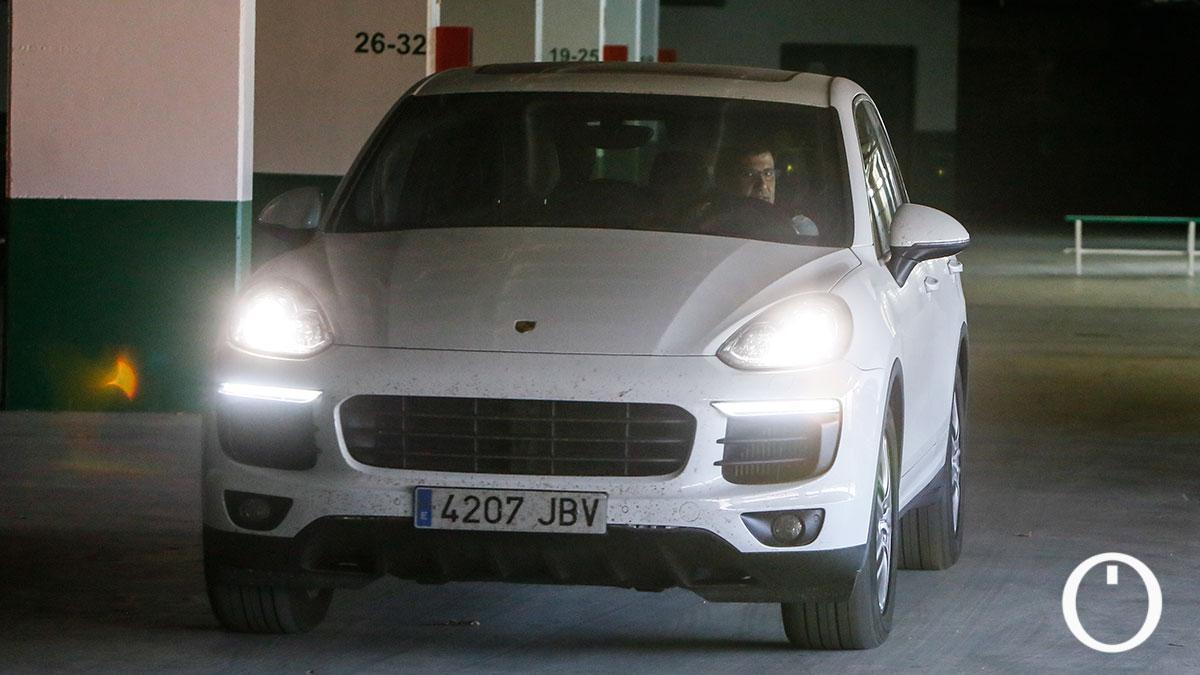 Jesús León, al volante del Porsche Cayenne en agosto de 2019