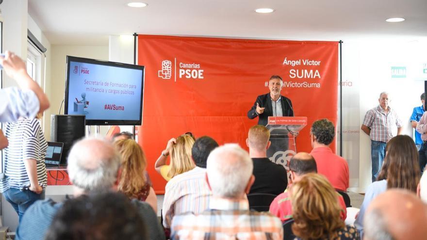 El aspirante a presidir el PSOE canario Ángel Víctor Torres