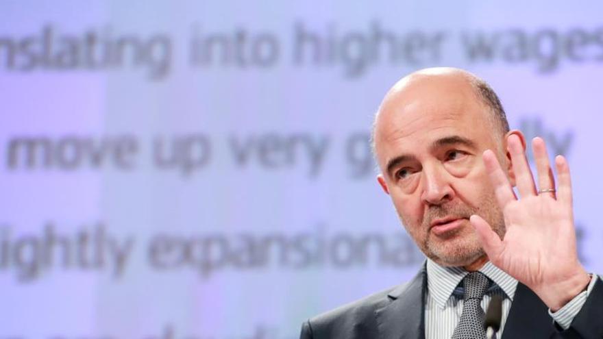 """Moscovici: España saldrá """"muy probablemente"""" del déficit excesivo en mayo"""