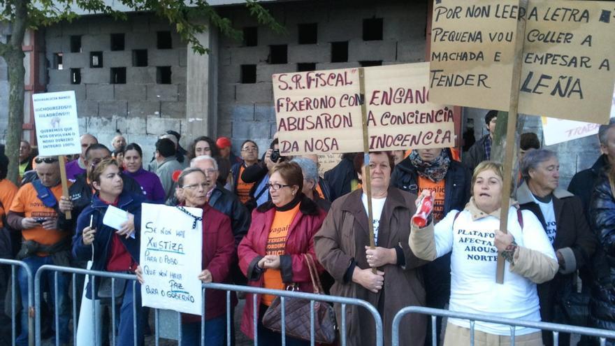 Protesta de preferentistas ante el Parlamento gallego en 2012
