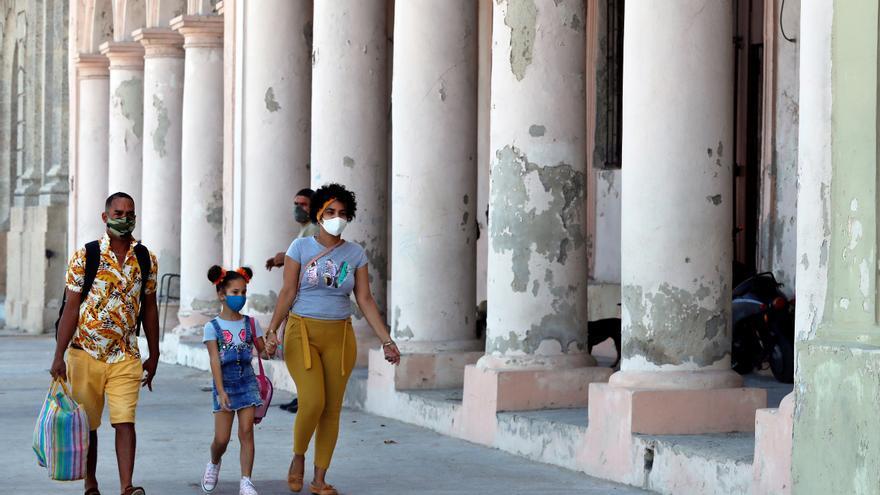 Cuba registra 2.403 casos de covid-19 y una elevada cifra de casos activos