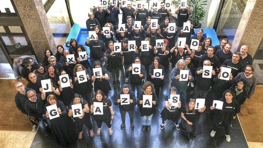 Personal de la CRTVG agradece el Premio José Couso en el 50º venres negro