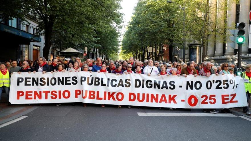Miles de pensionistas vascos piden a los políticos que atiendan sus demandas