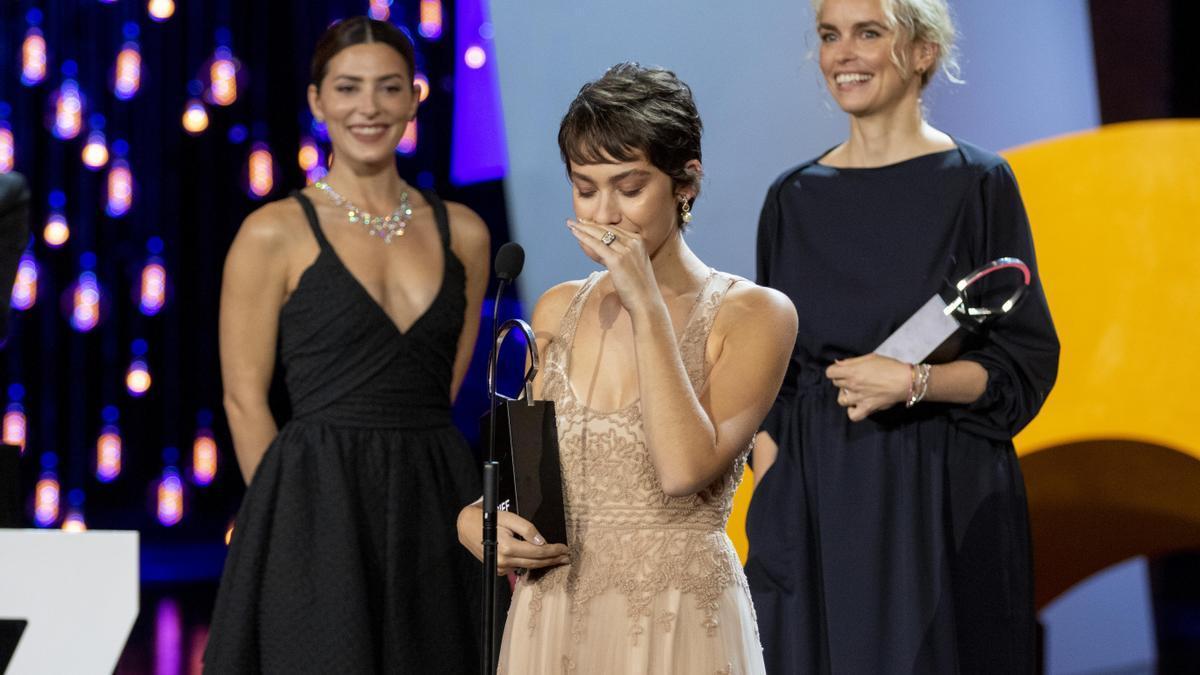 Las actrices Bárbara Lennie, Greta Fernádez y Nina Hoss, estas dos últimas premiadas con las concha de plata a la mejor actriz durante el Festival de San Sebastián de 2019.