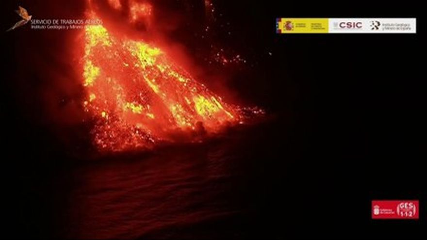 Lava in the sea, recorded from the ship Ángeles Alvariño