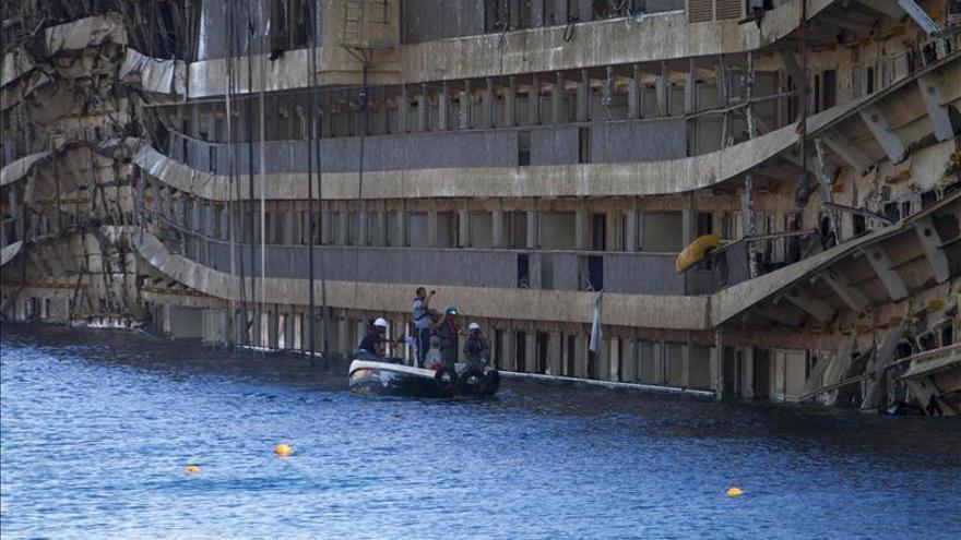 Una tripulante peruana del Concordia cuenta que la obligaron a mentir a los pasajeros