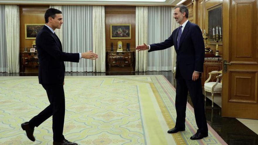 El rey cierra con Sánchez sus consultas para un candidato a la investidura