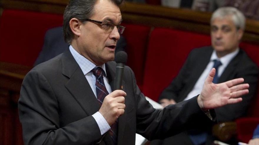 El Constitucional suspende provisionalmente la declaración soberanista catalana
