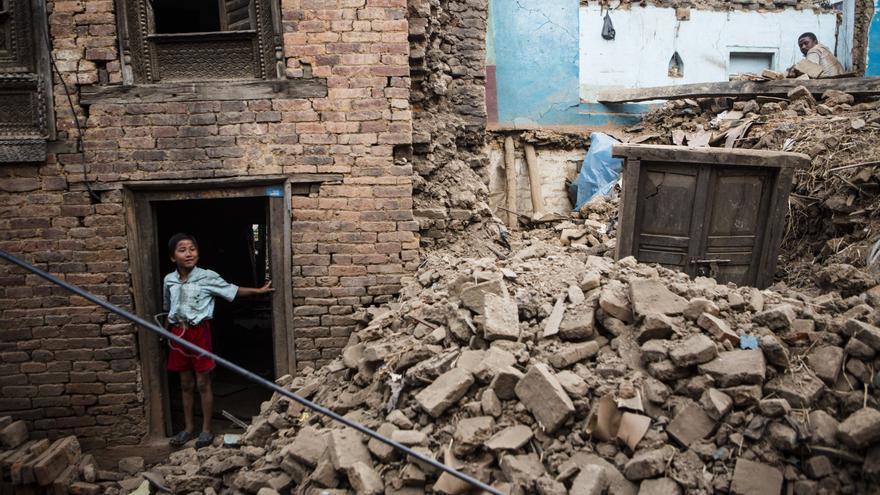 Casa destruida por el terremoto en el pueblo de Chapagaon, Nepal. ©Prashanth Vishwanathan/ActionAid