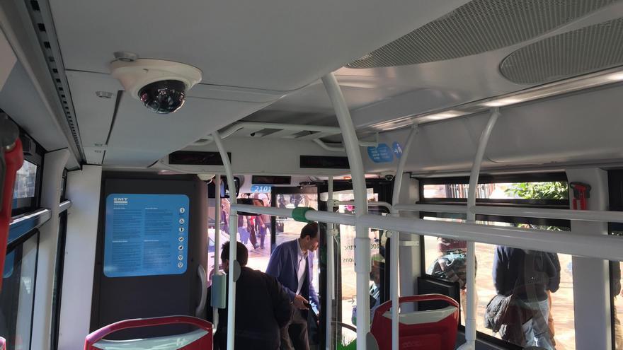 Una de las cámaras de los nuevos buses