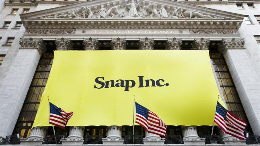 Snap empieza a cotizar en 24 dólares y sube un 41 %