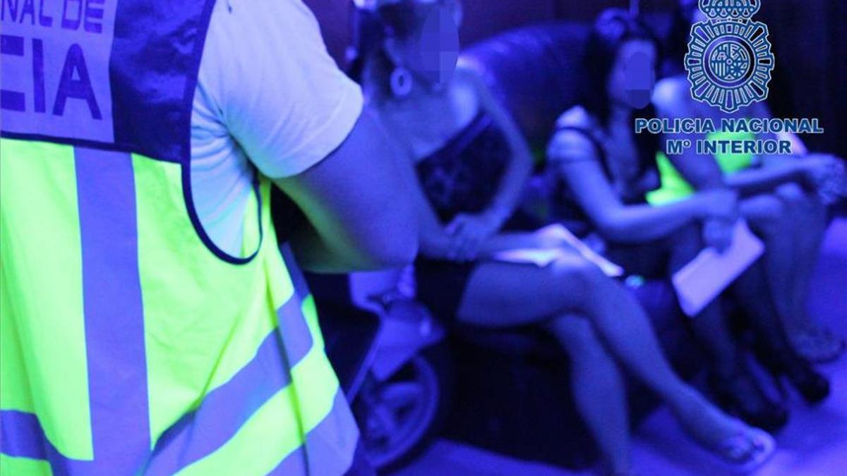 Imagen de archivo de una operación policial en un club de alterne