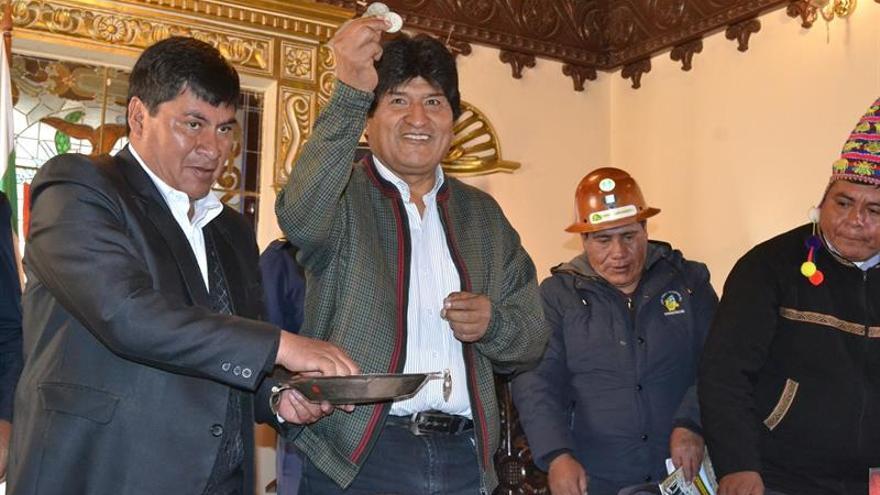 Bolivia recupera diez antiguas monedas hechas en Potosí para Argentina
