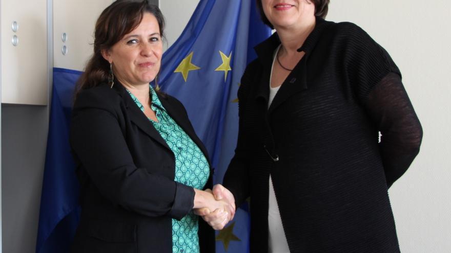 Ana Miranda en una de sus reuniones sobre el accidente de Angrois con la comisaria europea de Transporte, Violeta Bulc